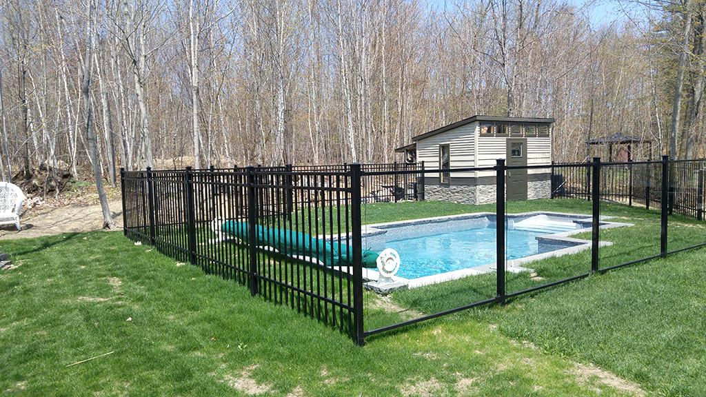 cl ture de piscine cl tures des hauteurs. Black Bedroom Furniture Sets. Home Design Ideas